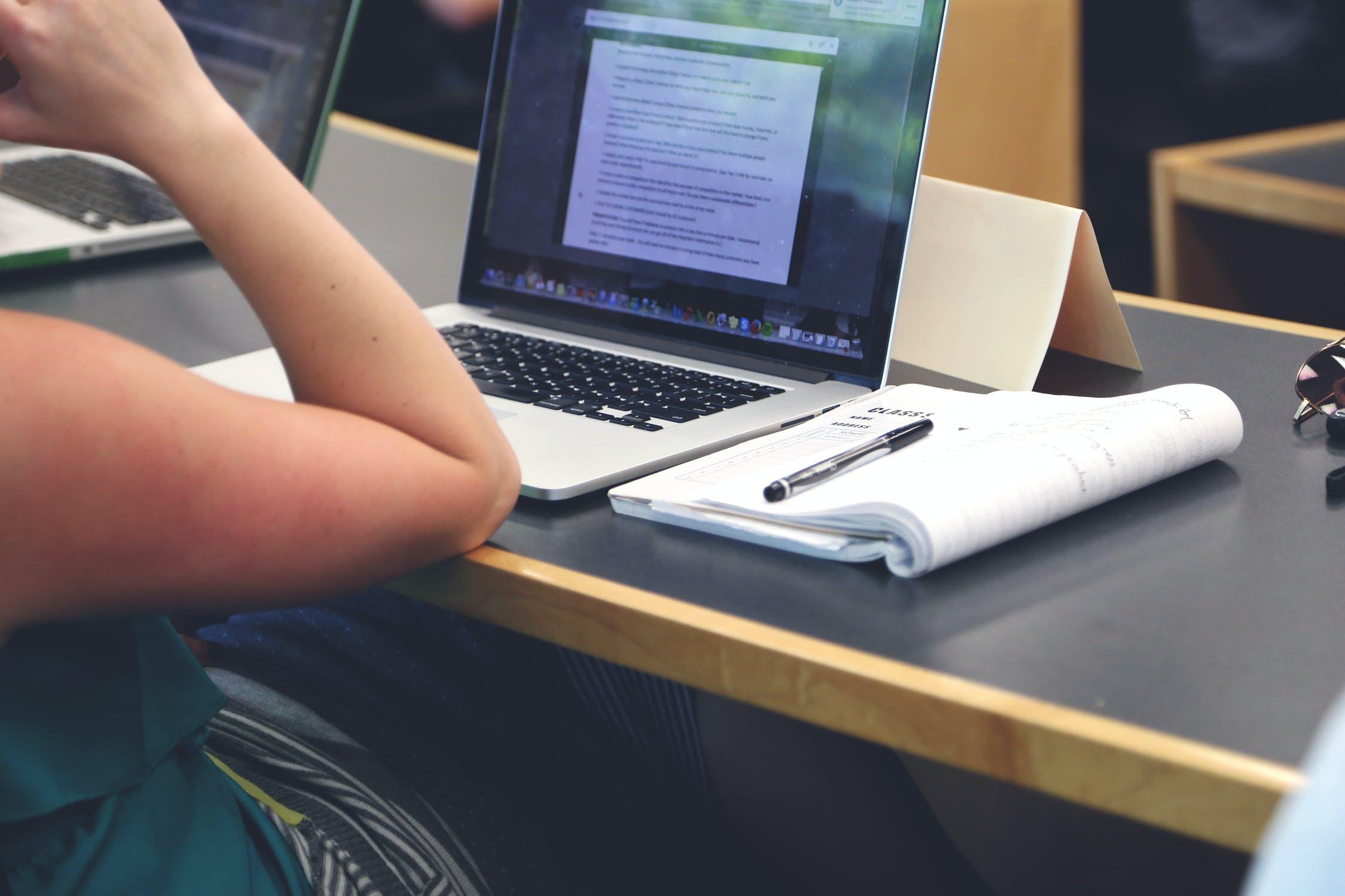 Nueva Prueba de Transición: rinde el test de Comprensión Lectora en el ensayo online de Santo Tomás